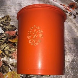 VTG 79s harvest Tupperware medium canister
